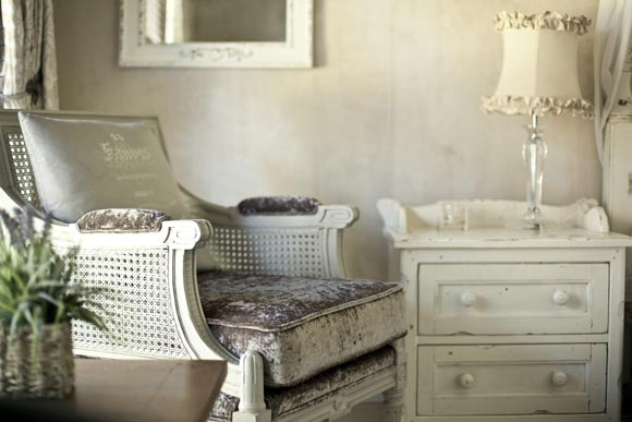 How To Shabby Chic Furniture The Simple Guide To Shabby Chic Style