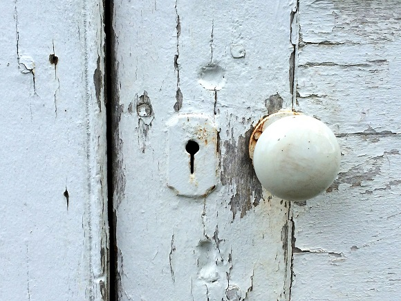 wooden-front-door-peeling-paint