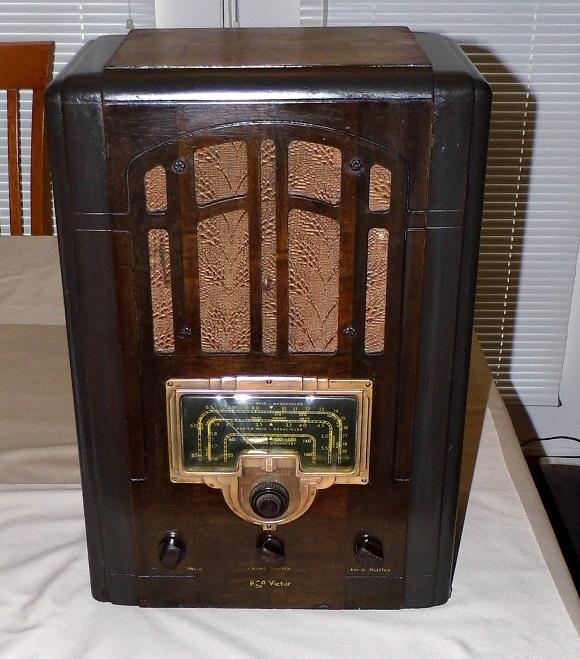 vintage-wooden-radio