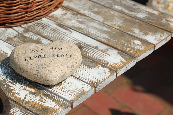 valentines-day-message-of-love-stone