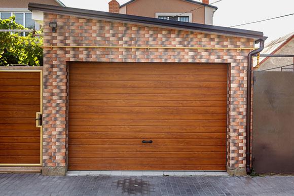Dulux Trade Ultimate Woodstain on garage door