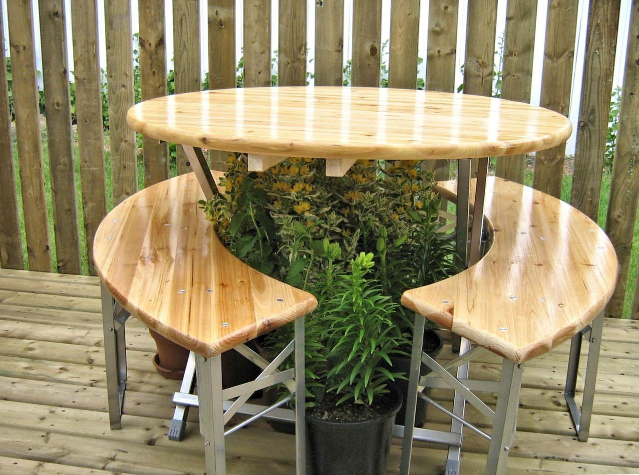 varnish-decking-table