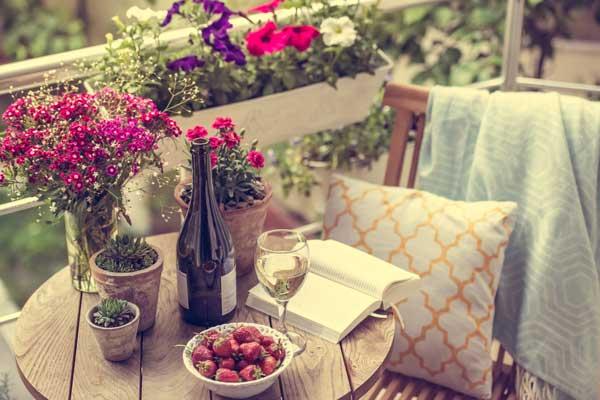 pretty-garden-furniture